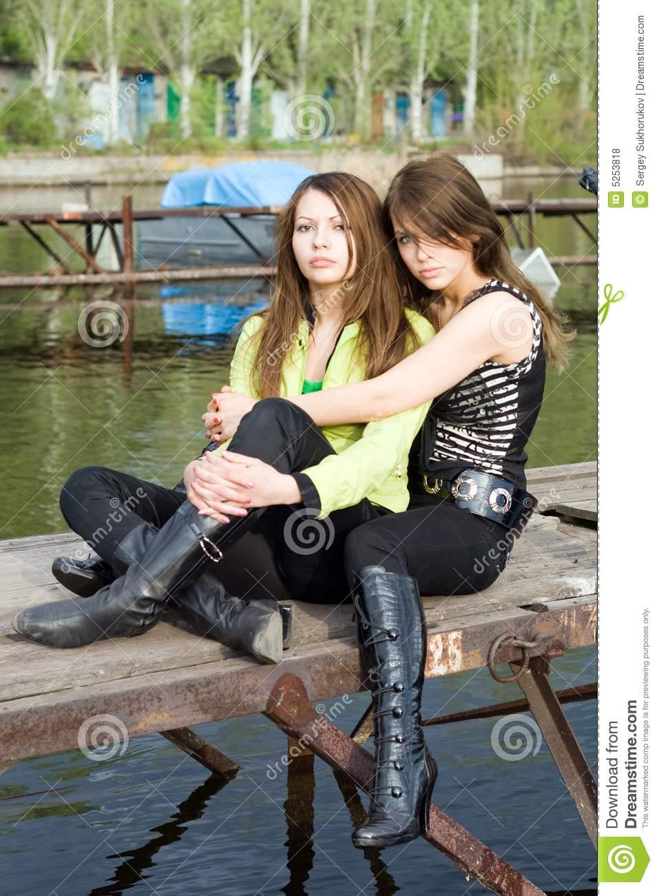 Фото двух девушек вместе 21 фотография
